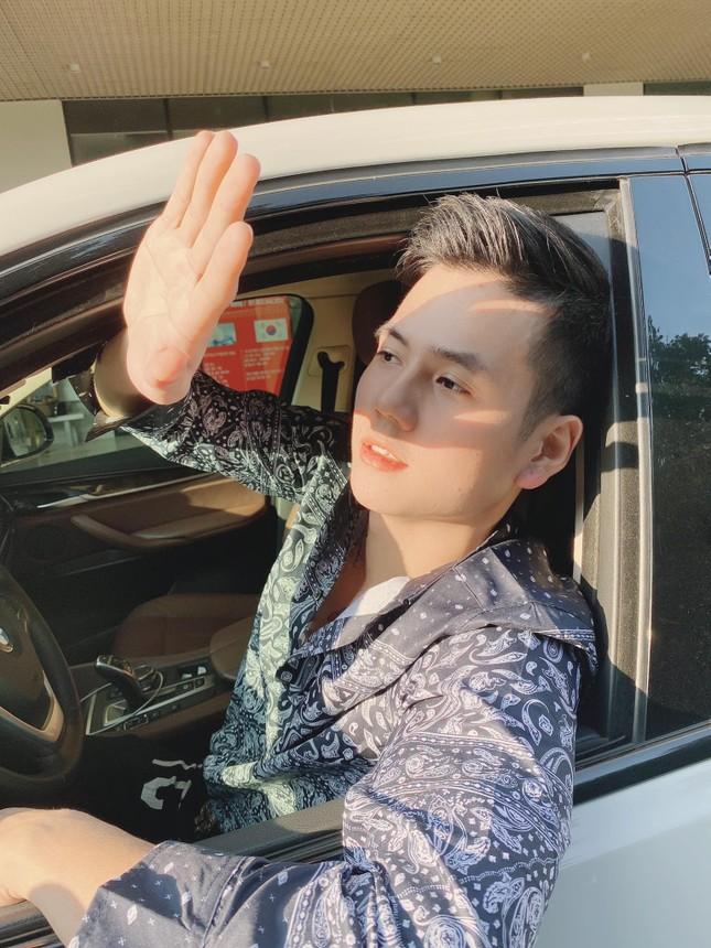 """Chàng trai gây """"sốt"""" khi đi thiện nguyện miền Trung: """"Đã đẹp trai lại còn nhân ái"""" ảnh 6"""