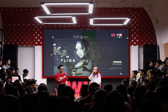 Rapper Tlinh chia sẻ con đường chinh phục ước mơ cùng các bạn sinh viên ảnh 1