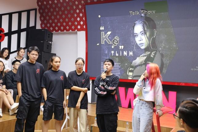 Rapper Tlinh chia sẻ con đường chinh phục ước mơ cùng các bạn sinh viên ảnh 2