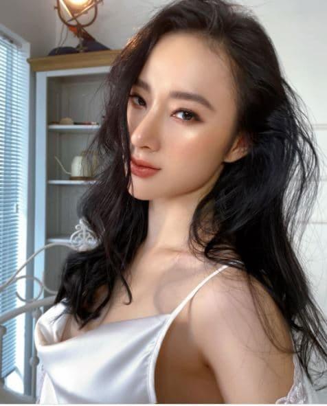 Sao Việt thi nhau đăng ảnh theo trào lưu cũ - mới; Bảo Anh bất ngờ hôn má Dương Triệu Vũ ảnh 1