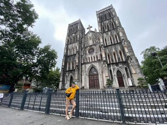 Thu Trang được fan khen trẻ như gái 18; Dế Choắt hỗ trợ bà con miền Trung sửa nhà ảnh 11