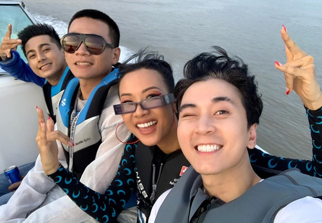 Thuỷ Tiên gửi lời cảm ơn tới những người ủng hộ; Bộ ba HLV Rap Việt đi thư giãn ảnh 9