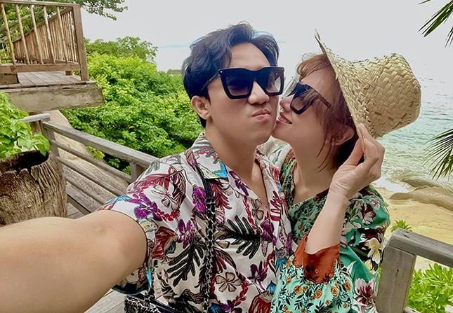 """Vợ chồng Trấn Thành khoe ảnh đi du lịch cực tình tứ; Đan Lê đẹp tựa """"nàng thơ"""" ảnh 4"""