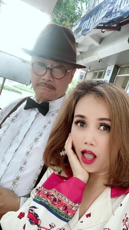 """Tóc Tiên mặc bikini khoe đường cong """"bỏng mắt""""; Châu Bùi hôn say đắm Anh Tú? ảnh 2"""