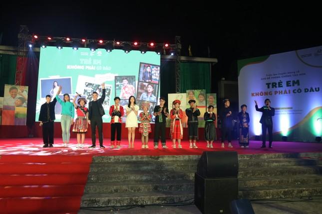 Hari Won, H'Hen Niê tuyên truyền chống tảo hôn tại Hà Giang ảnh 8