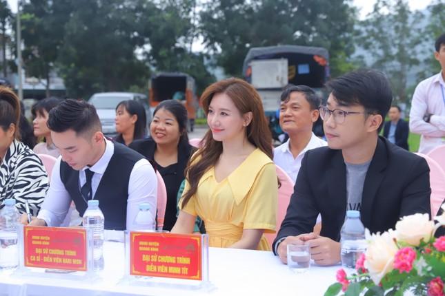 Hari Won, H'Hen Niê tuyên truyền chống tảo hôn tại Hà Giang ảnh 6