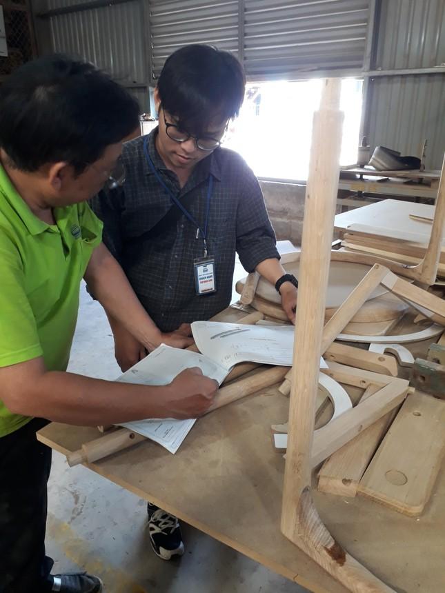 Sinh viên vào nhà máy…làm tác phẩm ảnh 3