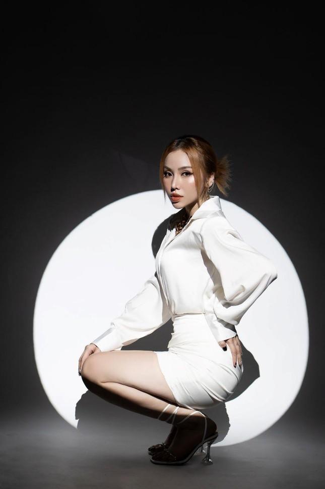 Học trò tung MV debut, 'hit maker' Vương Anh Tú tái xuất với dự án lớn ấp ủ mất 2 năm ảnh 10