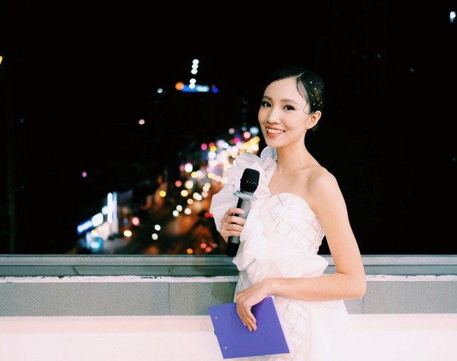 Từ CLB phát thanh ở Ký túc xá đến sân khấu chuyên nghiệp của Khánh Linh  ảnh 1