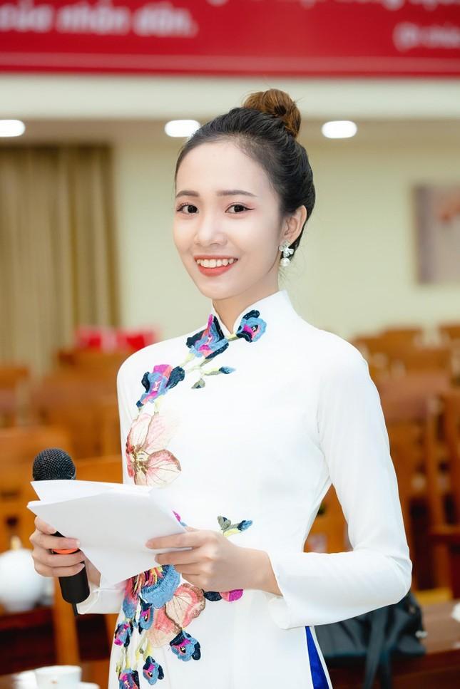 Từ CLB phát thanh ở Ký túc xá đến sân khấu chuyên nghiệp của Khánh Linh  ảnh 4