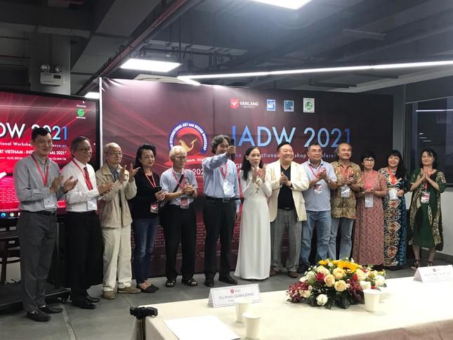 """Sinh viên tham gia trại sáng tác """"Đồ họa và tranh in Việt Nam – Quốc tế 2021""""  ảnh 1"""