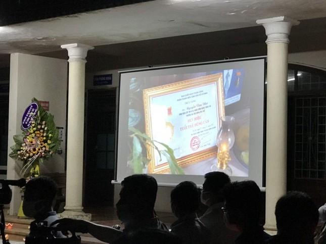 Xúc động lễ tưởng niệm sinh viên Nguyễn Văn Nhã  ảnh 2