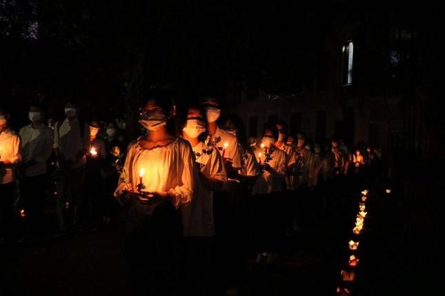 Xúc động lễ tưởng niệm sinh viên Nguyễn Văn Nhã  ảnh 5