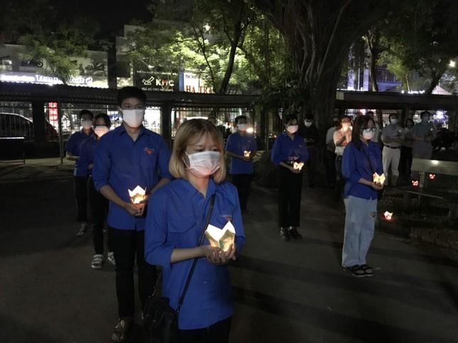 Xúc động lễ tưởng niệm sinh viên Nguyễn Văn Nhã  ảnh 6