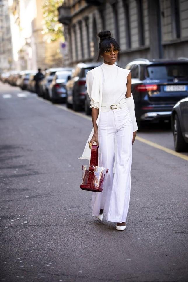 """4 mẫu túi xách cổ điển """"hot"""" trở lại, phong cách nữ tính và thanh lịch lại lên ngôi Hè này ảnh 6"""
