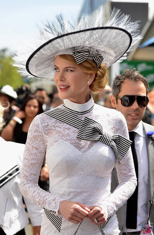 Những dịp nào Meghan Markle được đội mũ mà không cần thân phận hoàng gia? ảnh 4
