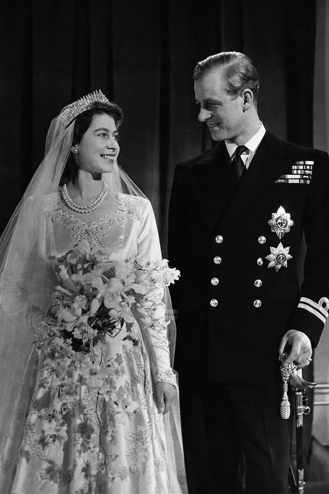 5 bí quyết giúp hôn nhân của Nữ hoàng Elizabeth II và Hoàng thân Philip bền vững 70 năm ảnh 1