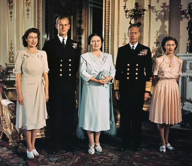 5 bí quyết giúp hôn nhân của Nữ hoàng Elizabeth II và Hoàng thân Philip bền vững 70 năm ảnh 11