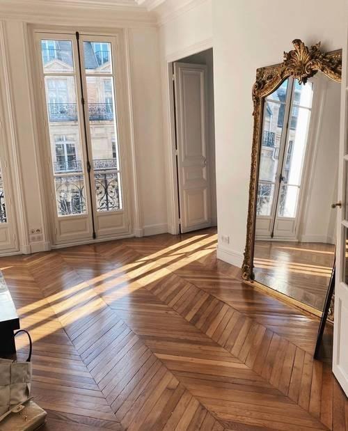Home décor: Bí quyết một cô gái Pháp trang trí căn hộ khiến không gian trông sang hẳn ảnh 1