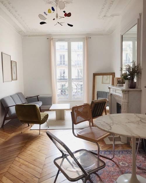 Home décor: Bí quyết một cô gái Pháp trang trí căn hộ khiến không gian trông sang hẳn ảnh 2