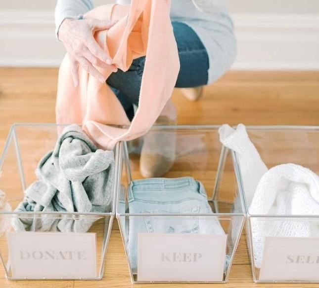 """Dành cho """"hội người lười"""": Cách sắp xếp tủ quần áo vừa nhanh gọn vừa đỡ mỏi lưng ảnh 3"""