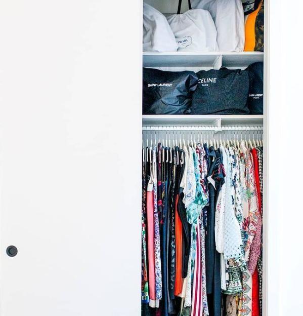 """Dành cho """"hội người lười"""": Cách sắp xếp tủ quần áo vừa nhanh gọn vừa đỡ mỏi lưng ảnh 1"""