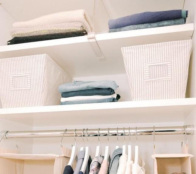 """Dành cho """"hội người lười"""": Cách sắp xếp tủ quần áo vừa nhanh gọn vừa đỡ mỏi lưng ảnh 7"""