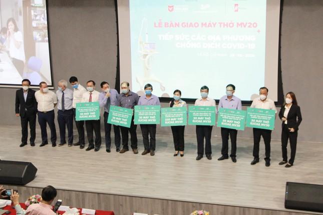 Trường ĐH Văn Lang tặng thêm 540 máy thở hỗ trợ điều trị COVID-19 ảnh 1