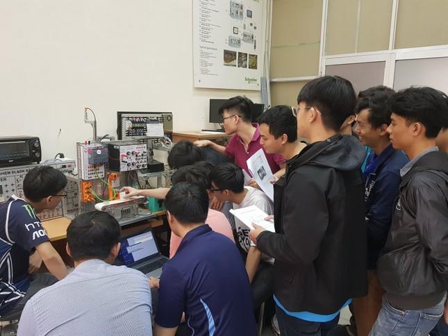 Ra mắt sân chơi cho sinh viên yêu thích ROV ảnh 1