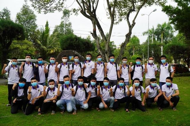 Vừa tốt nghiệp, 24 sinh viên trường ĐH Bách khoa (ĐH Đà Nẵng) thành sĩ quan dự bị  ảnh 2