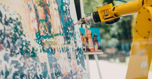 Robot hợp sức… vẽ tranh cùng họa sĩ ảnh 2