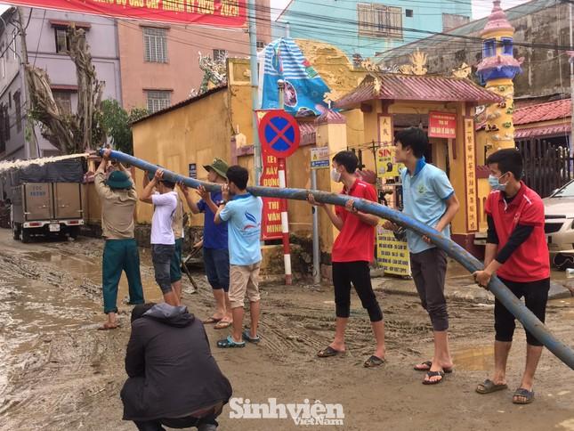Các trường đại học tại Huế, Đà Nẵng đảm bảo đời sống cho sinh viên mùa mưa bão  ảnh 1
