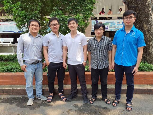 Sinh viên ĐHQG TP. HCM giành giải Nhì IEE REGION 10 ảnh 1
