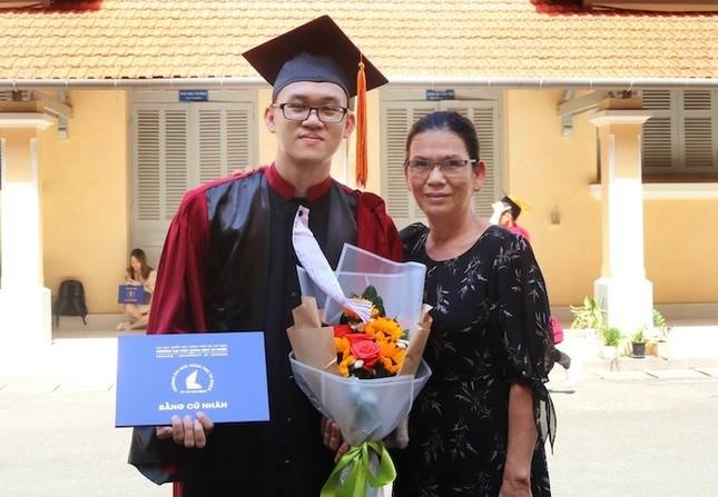 """Thủ khoa """"hai đầu"""" ở trường ĐH KHTN (ĐHQG TP. HCM) và bài tâm sự cảm động ngày tốt nghiệp ảnh 2"""