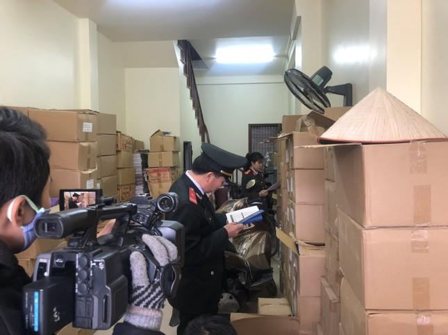 Thu giữ gần 40.000 cuốn sách giả  tại 2 địa điểm ở Hà Nội ảnh 1