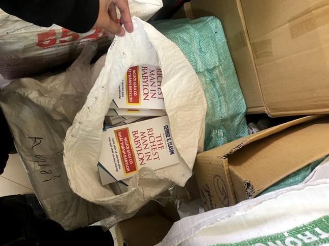 Thu giữ gần 40.000 cuốn sách giả  tại 2 địa điểm ở Hà Nội ảnh 3