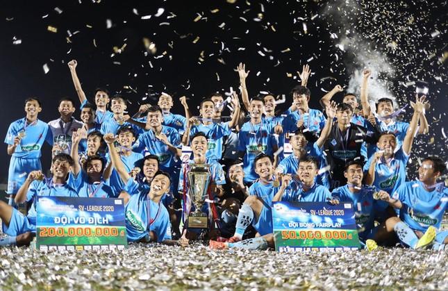 """Vô địch SV-League 2020, đội trường ĐH Cần Thơ được """"bầu Hải"""" thưởng đậm ảnh 1"""