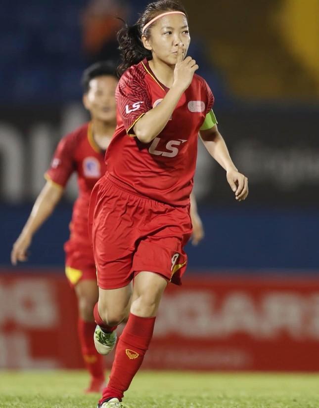 """Một năm """"đáng quên"""" nhưng đáng nhớ của nữ cầu thủ sinh viên Huỳnh Như ảnh 2"""