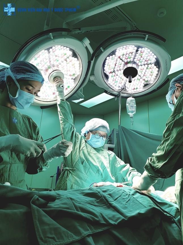 Rung động những bức ảnh y bác sĩ bệnh viện mùa COVID-19 tự chụp cho nhau  ảnh 2