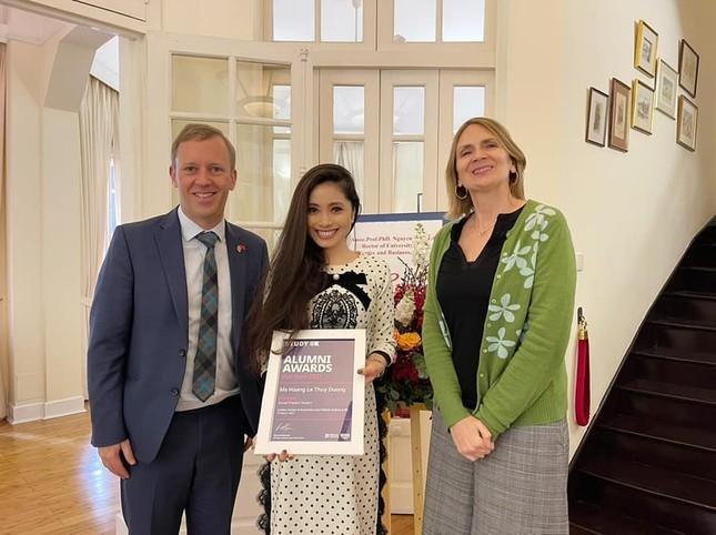 Ba cựu sinh viên Việt Nam tại Anh được vinh danh vì đóng góp cho cộng đồng ảnh 1