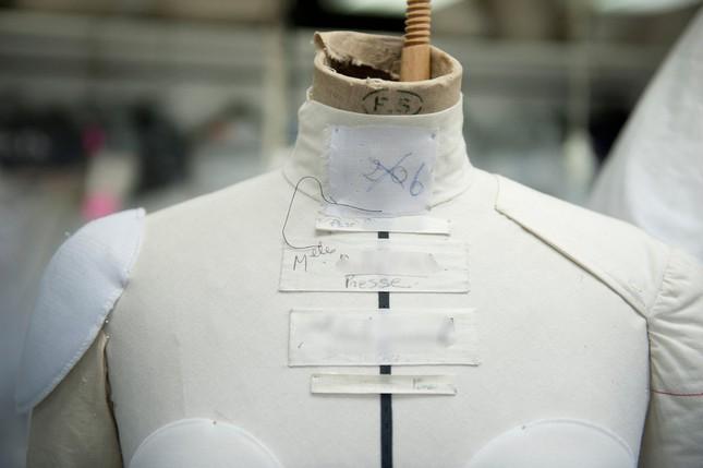 Người giàu không ít, nhưng vì sao chỉ có khoảng 4000 phụ nữ được sở hữu đồ Haute Couture? ảnh 6