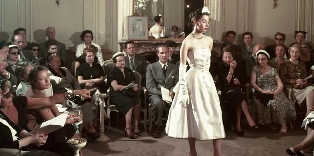 Người giàu không ít, nhưng vì sao chỉ có khoảng 4000 phụ nữ được sở hữu đồ Haute Couture? ảnh 3