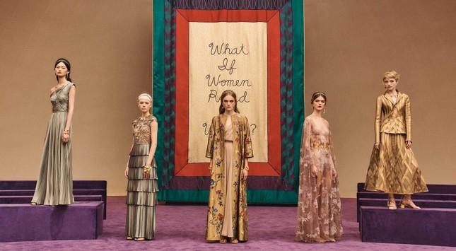Người giàu không ít, nhưng vì sao chỉ có khoảng 4000 phụ nữ được sở hữu đồ Haute Couture? ảnh 1