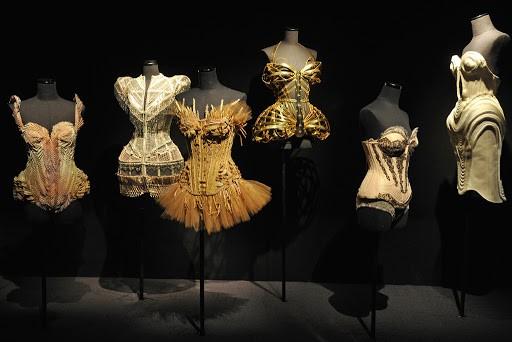 Người giàu không ít, nhưng vì sao chỉ có khoảng 4000 phụ nữ được sở hữu đồ Haute Couture? ảnh 2