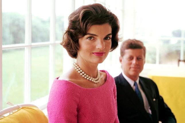 Jackie Kennedy - Biểu tượng thời trang nước Mỹ nhưng không ngại mặc hàng nhái ảnh 1