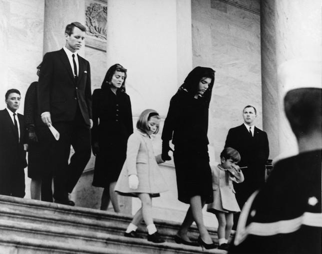 Jackie Kennedy - Biểu tượng thời trang nước Mỹ nhưng không ngại mặc hàng nhái ảnh 8