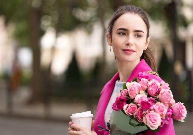 """Chuyên gia trang điểm tiết lộ bí mật tạo nên vẻ đẹp vạn người mê của """"Emily In Paris"""" ảnh 7"""