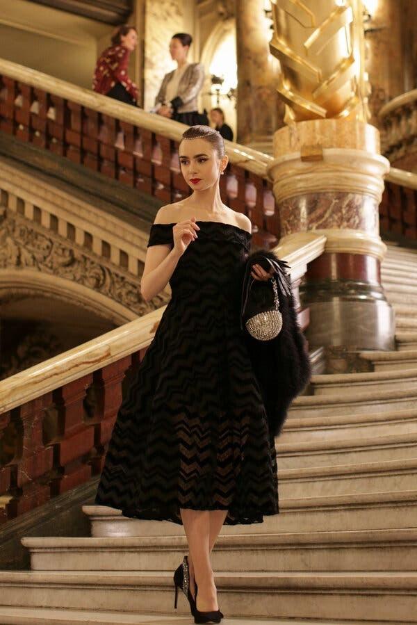 """Chuyên gia trang điểm tiết lộ bí mật tạo nên vẻ đẹp vạn người mê của """"Emily In Paris"""" ảnh 5"""