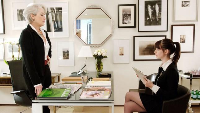 """Làm việc trong ngành Thời trang có phải toàn """"ăn ngon mặc đẹp"""" như phim """"Yêu nữ hàng hiệu""""? ảnh 4"""