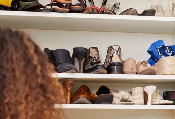 Giới thời trang sắp xếp tủ quần áo siêu hạng của họ thế nào để tiết kiệm thời gian nhất? ảnh 1